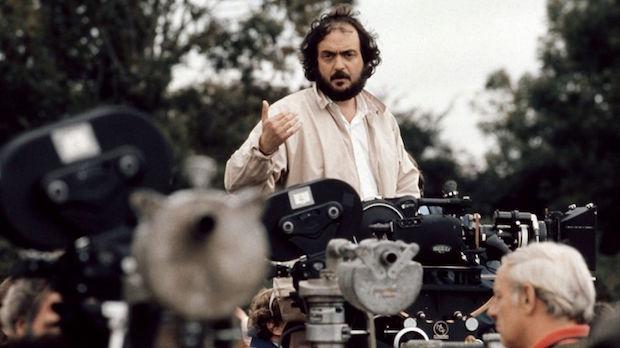 stanley-kubrick-filmando-barry-lyndon-1975-warner-bros